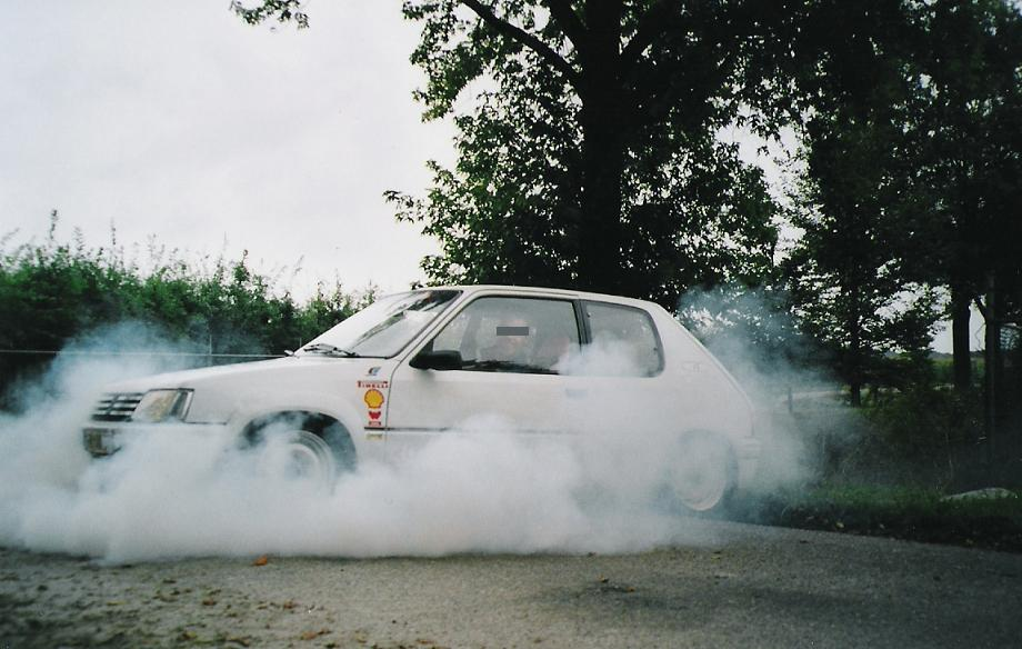 Peugeot 205 Rally E mega burnout